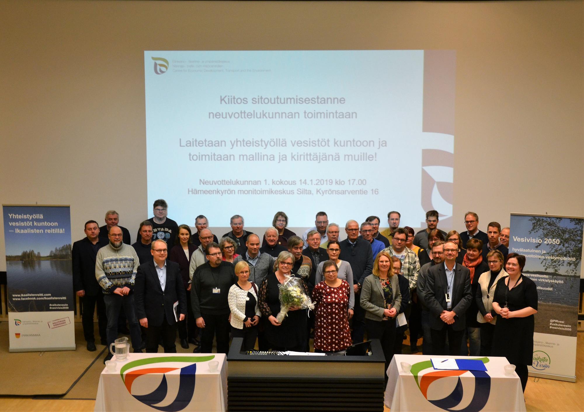 Valokuva Ikaalisten reitin vesienhoidon neuvottelukunnan jäsenistöstä.